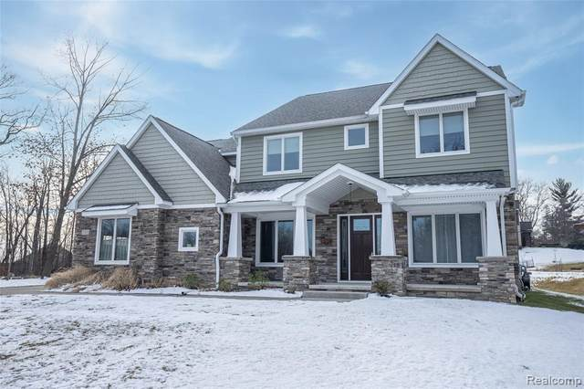 37271 Timberview Ln, Farmington Hills, MI 48331 (MLS #2210004743) :: The BRAND Real Estate