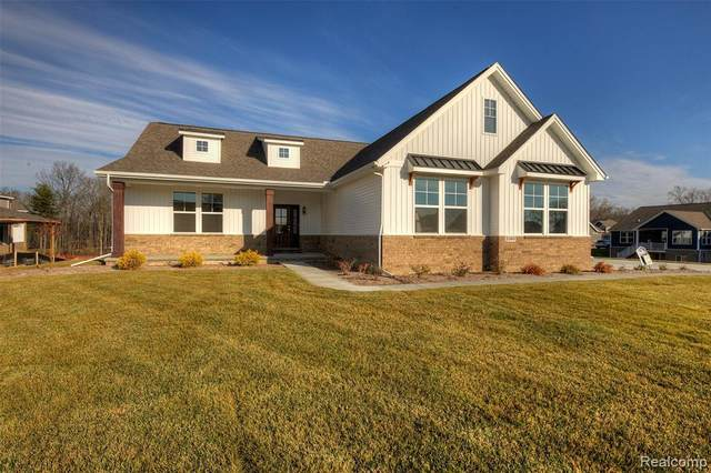 2360 Walnut View Dr, Howell, MI 48855 (MLS #2210005011) :: The BRAND Real Estate
