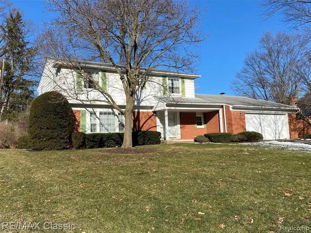 30151 Fox Grove Rd, Farmington Hills, MI 48334 (MLS #2210005063) :: The BRAND Real Estate