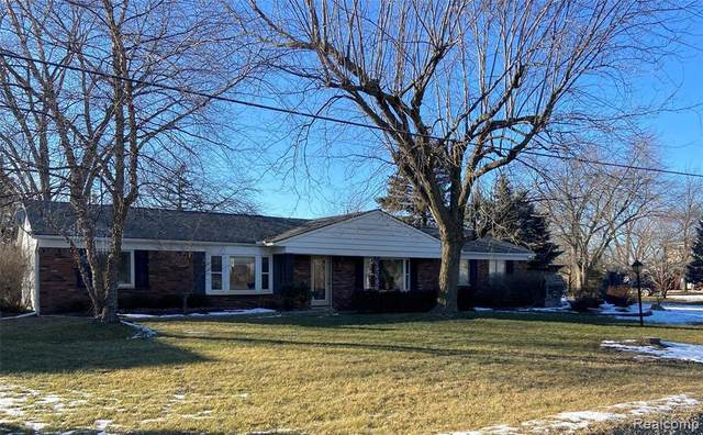 26421 Spaulding Rd, New Hudson, MI 48165 (MLS #2210005040) :: The BRAND Real Estate