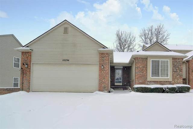 10294 Northvalley Crt, Hartland, MI 48353 (MLS #2210005739) :: The BRAND Real Estate
