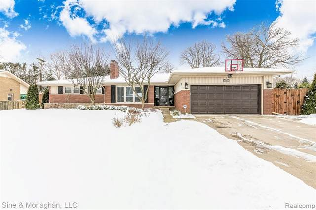 83 S Edgewood Dr, Grosse Pointe Shores, MI 48236 (MLS #2210009345) :: The BRAND Real Estate