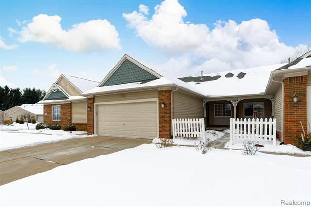 650 Shoreline Dr, Fenton, MI 48430 (MLS #2210009350) :: The BRAND Real Estate