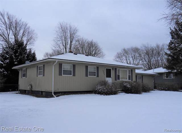 4265 W Highland Rd, Milford, MI 48380 (MLS #2210010834) :: The BRAND Real Estate