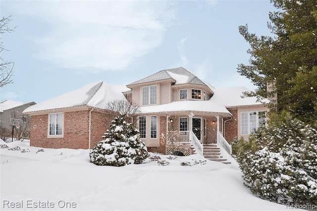 1916 Clover Ridge Dr, Howell, MI 48843 (MLS #2210009001) :: The BRAND Real Estate