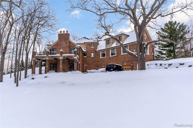 19770 Westhill St, Northville, MI 48167 (MLS #2210011196) :: The BRAND Real Estate