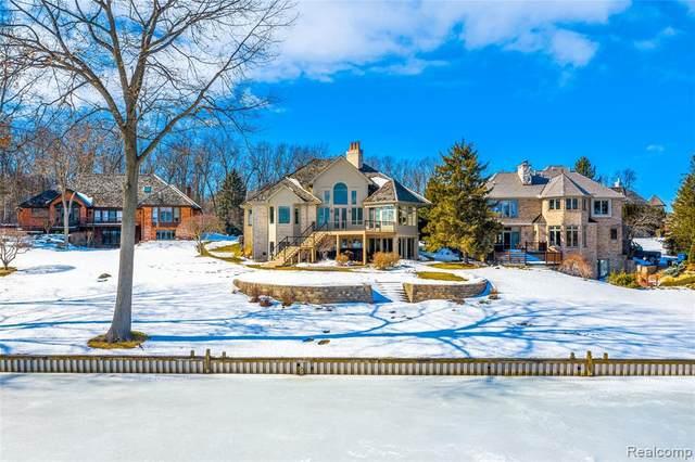 64 Chateaux Du Lac, Fenton, MI 48430 (MLS #2210012365) :: The BRAND Real Estate
