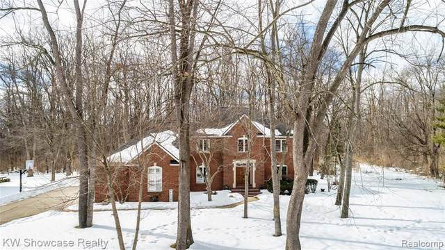 9455 Park Ln, Commerce, MI 48382 (MLS #2210005176) :: The BRAND Real Estate