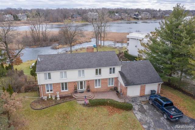 1859 Long Pointe Dr, Bloomfield Hills, MI 48302 (MLS #2210012956) :: The BRAND Real Estate