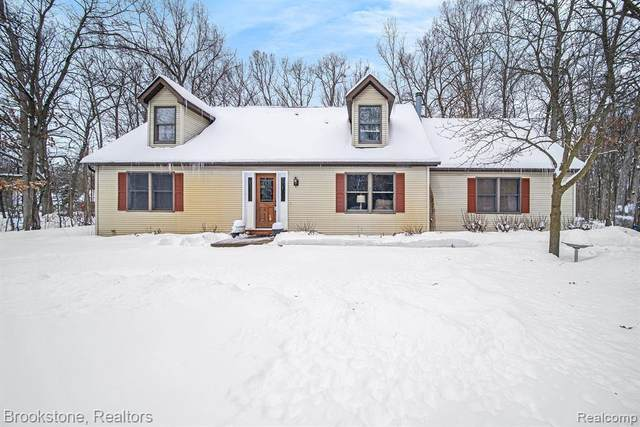 7901 Dault Rd, Howell, MI 48843 (MLS #2210011406) :: The BRAND Real Estate