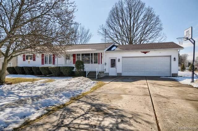 4067 Ben Hogan Dr, Flint, MI 48506 (MLS #2210013132) :: The BRAND Real Estate