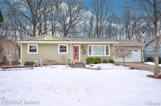 2137 Bramblewood Dr, Burton, MI 48519 (MLS #2210012143) :: The BRAND Real Estate