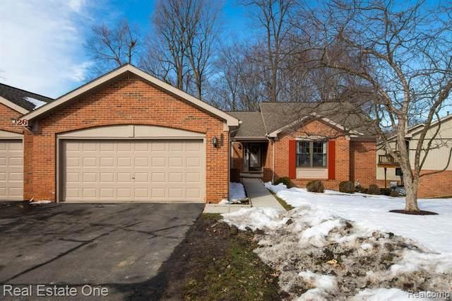 7199 Huntcliff Crt, West Bloomfield, MI 48322 (MLS #2210011647) :: The BRAND Real Estate