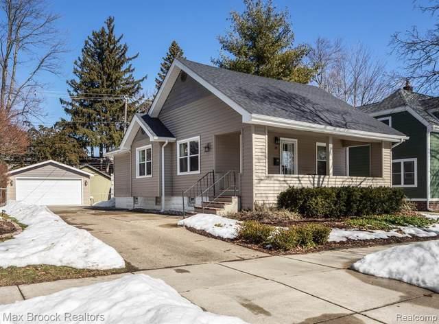 39 Maywood Ave, Pleasant Ridge, MI 48069 (MLS #2210013396) :: The BRAND Real Estate
