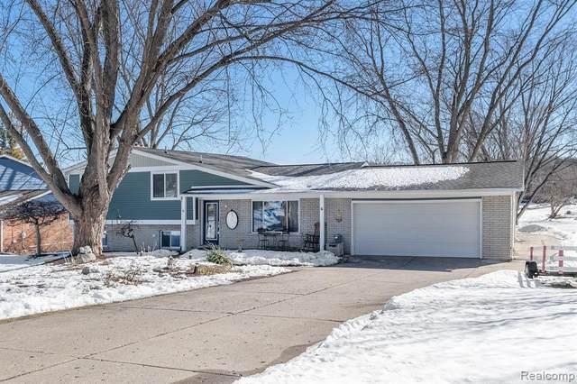 13381 Pomona Dr, Fenton, MI 48430 (MLS #2210012859) :: The BRAND Real Estate