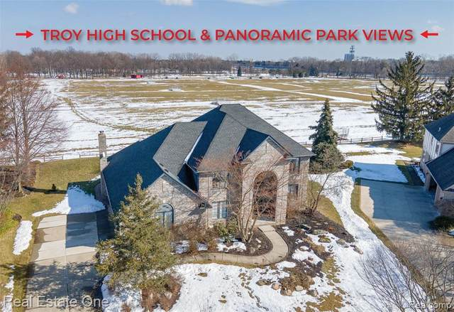 6184 Carriage Trail Dr, Troy, MI 48098 (MLS #2210013414) :: The BRAND Real Estate