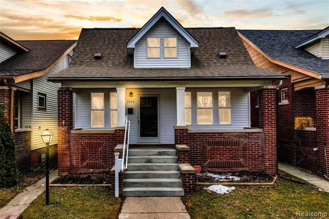 1419 Lakepointe St, Grosse Pointe Park, MI 48230 (MLS #2210009787) :: The BRAND Real Estate