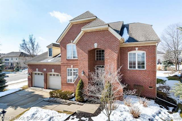 29133 Hemingway Dr, Novi, MI 48377 (MLS #2210013218) :: The BRAND Real Estate