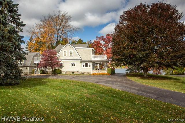 6890 Commerce Rd, West Bloomfield, MI 48324 (MLS #2210013808) :: The BRAND Real Estate