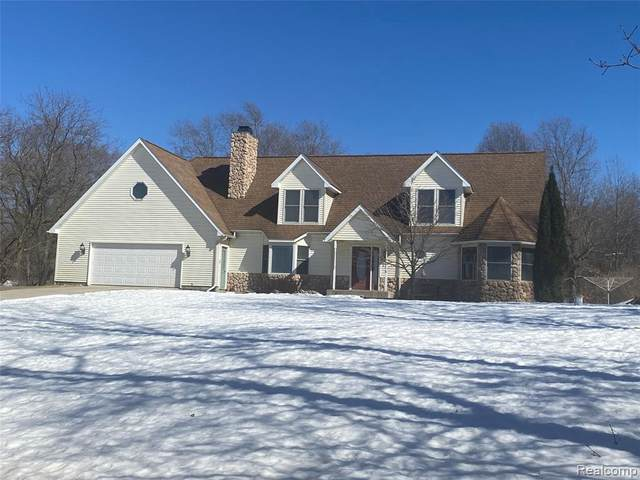17035 Weber Rd, Holly, MI 48442 (MLS #2210013594) :: The BRAND Real Estate