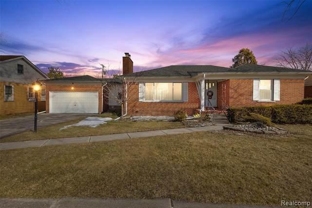 22623 Barton St, Saint Clair Shores, MI 48081 (MLS #2210013373) :: The BRAND Real Estate