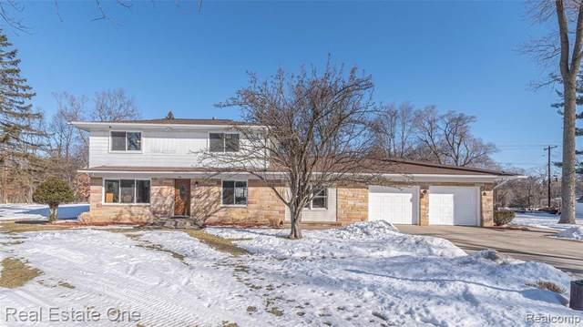 174 Henderson Rd, Howell, MI 48855 (MLS #2210013465) :: The BRAND Real Estate
