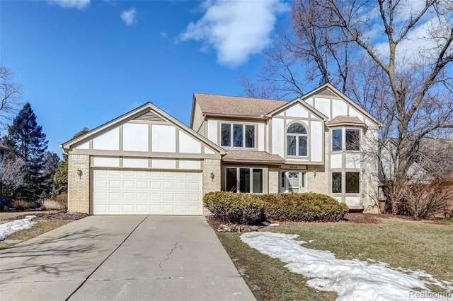 6748 Heatherwood Dr, West Bloomfield, MI 48324 (MLS #2210013771) :: The BRAND Real Estate