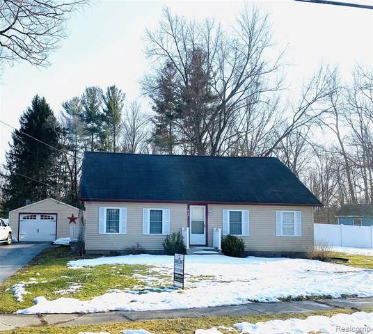 4190 Baker Rd, Bridgeport, MI 48722 (MLS #2210013999) :: The BRAND Real Estate