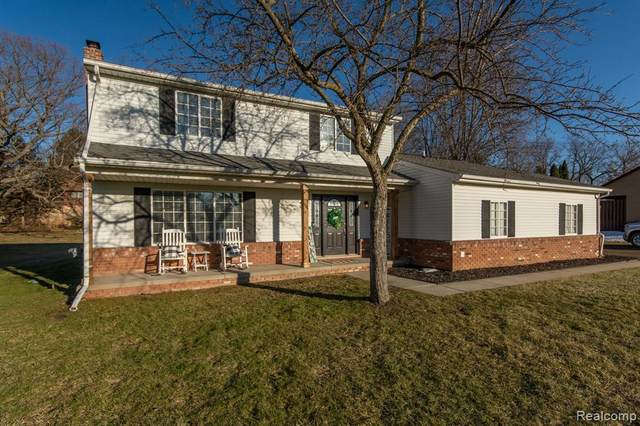 1374 Blaine Rd, Brighton, MI 48114 (MLS #2210014060) :: The BRAND Real Estate