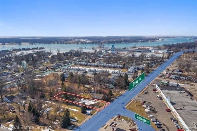507 Pointe Tremble Rd, Algonac, MI 48001 (MLS #2210012844) :: The BRAND Real Estate