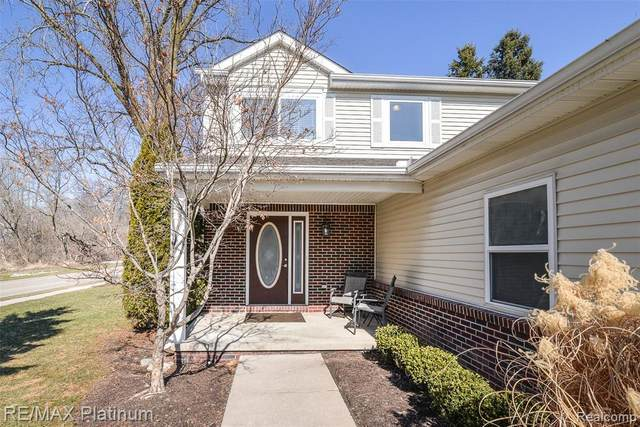 551 Indian Oaks Dr, Howell, MI 48843 (MLS #2210012236) :: The BRAND Real Estate