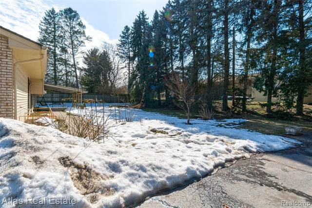 8261 Eston Rd, Clarkston, MI 48348 (MLS #2210014291) :: The BRAND Real Estate