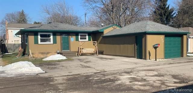 422 Edgewater Dr, Algonac, MI 48001 (MLS #2210014324) :: The BRAND Real Estate