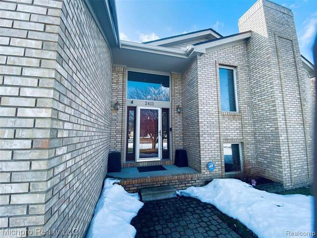 2411 Briar Creek Ln, Burton, MI 48509 (MLS #2210013432) :: The BRAND Real Estate