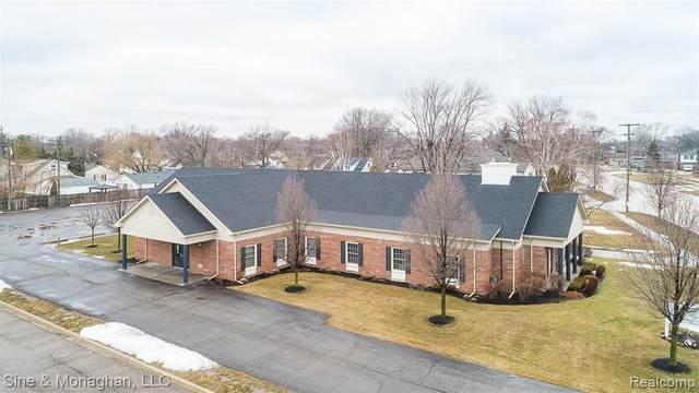 26333 Jefferson Ave, Saint Clair Shores, MI 48081 (MLS #2210014092) :: The BRAND Real Estate
