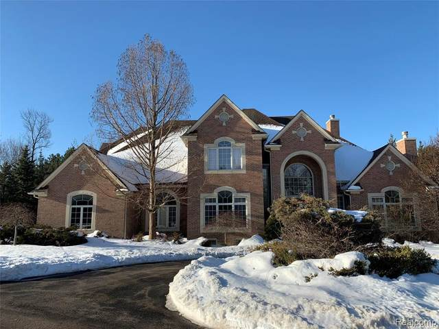 1773 Maplewood Ave, Bloomfield Hills, MI 48302 (MLS #2210014447) :: The BRAND Real Estate