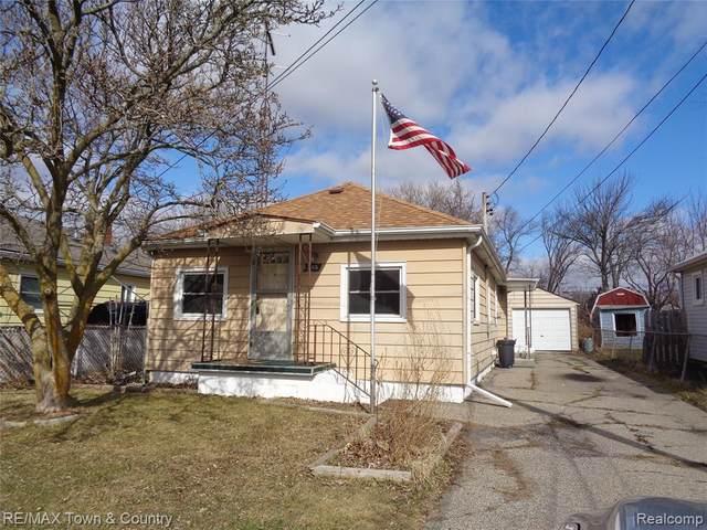 2165 E Williamson St, Burton, MI 48529 (MLS #2210014420) :: The BRAND Real Estate