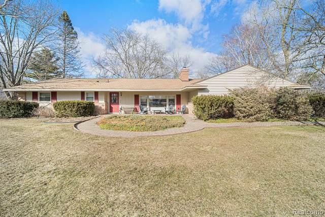 4703 Brafferton Dr, Bloomfield Hills, MI 48302 (MLS #2210013605) :: The BRAND Real Estate