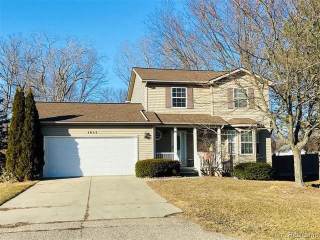1041 Windsor St, Grand Blanc, MI 48507 (MLS #2210014553) :: The BRAND Real Estate