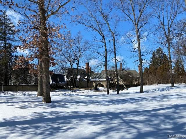 3949 Franklin Rd, Bloomfield Hills, MI 48302 (MLS #2210014574) :: The BRAND Real Estate