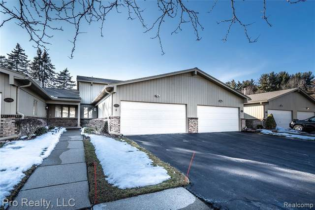 12522 Pinecrest Dr Unit#19, Plymouth, MI 48170 (MLS #2210012970) :: The BRAND Real Estate