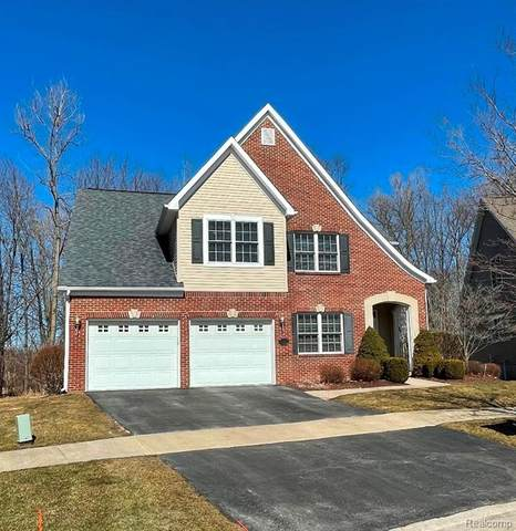10338 Edgewood Crt, Grand Blanc, MI 48439 (MLS #2210014696) :: The BRAND Real Estate