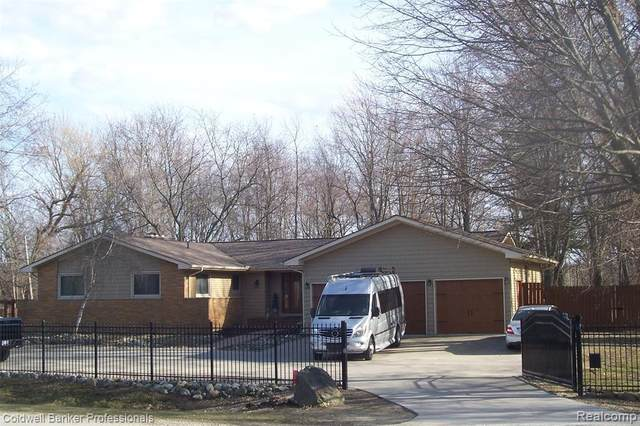 2570 Imlay City Rd, Lapeer, MI 48446 (MLS #2210019325) :: The BRAND Real Estate