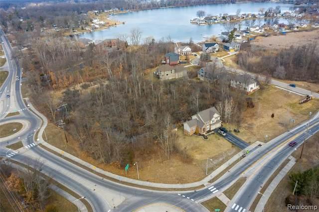1398 Oxbow Lake Rd, White Lake, MI 48386 (MLS #2210015785) :: The BRAND Real Estate