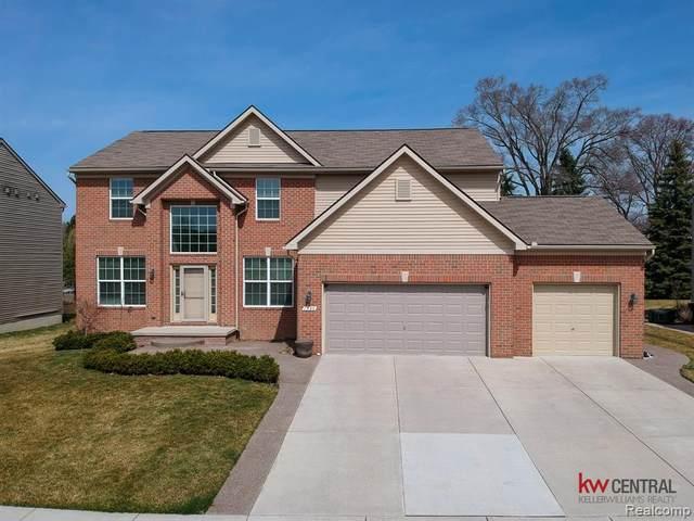 1590 Newstead Ln, Rochester Hills, MI 48309 (MLS #2210021306) :: The BRAND Real Estate