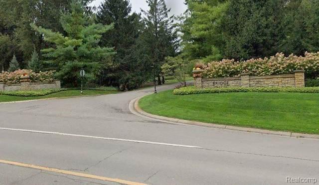 40 Fieldstone Rdg, Clarkston, MI 48348 (MLS #2210021968) :: The Tom Lipinski Team at Keller Williams Lakeside Market Center