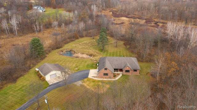 7860 Buckhorn Lake Rd, Holly, MI 48442 (MLS #2210023271) :: The BRAND Real Estate