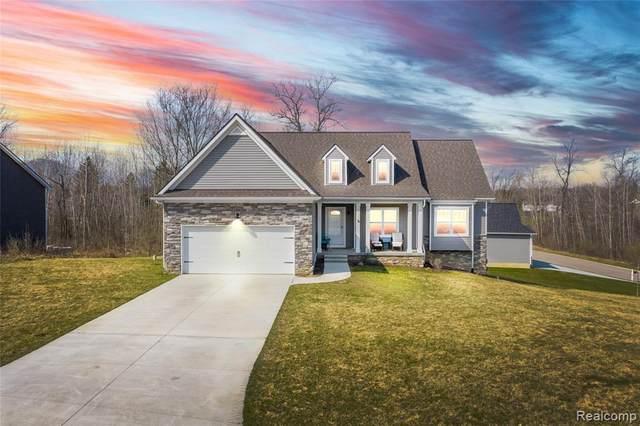 12426 Sugar Maple Dr, Fenton, MI 48430 (MLS #2210023288) :: The BRAND Real Estate