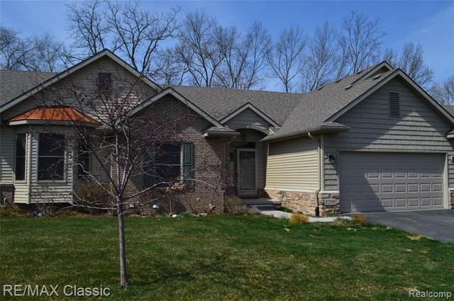 6266 Butternut Cir, Brighton, MI 48116 (MLS #2210024048) :: The BRAND Real Estate