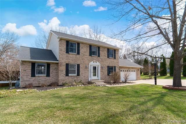 9183 Apple Orchard Dr, Fenton, MI 48430 (MLS #2210024019) :: The BRAND Real Estate